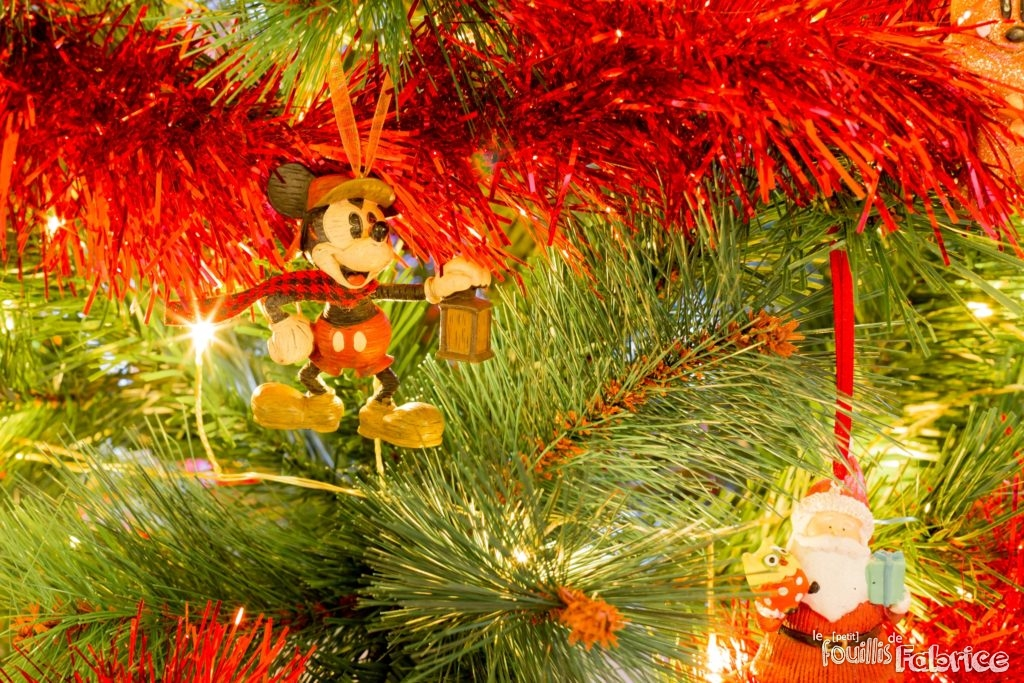 Mon sapin de no l avec d cos disney et lego le petit for Decoration de noel amazon