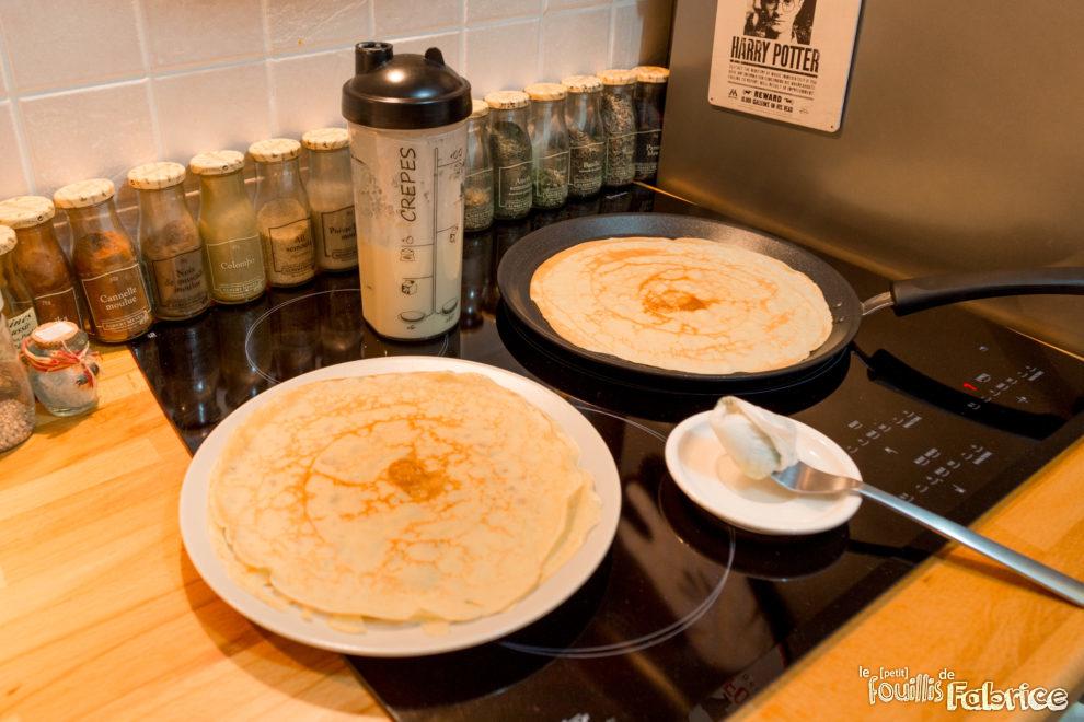 p te cr pes pancakes rapide et facile avec le cookut le petit fouillis de fabrice. Black Bedroom Furniture Sets. Home Design Ideas
