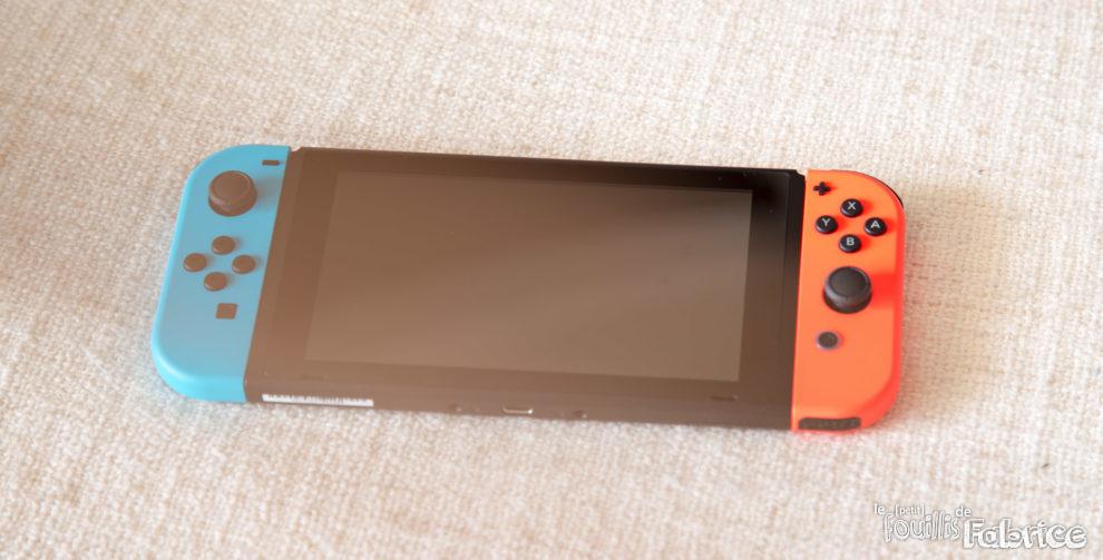nintendo switch ma 7 me console nintendo avec 2 jeux pour moins de 200 le petit fouillis. Black Bedroom Furniture Sets. Home Design Ideas
