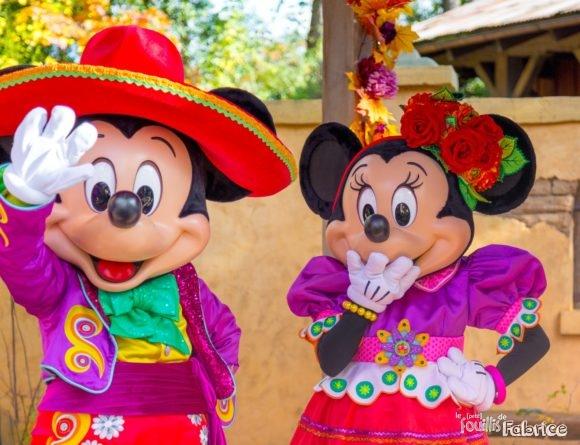 """Mickey et Minnie dans leur costume mexicain """"Dia de los Muertos"""""""
